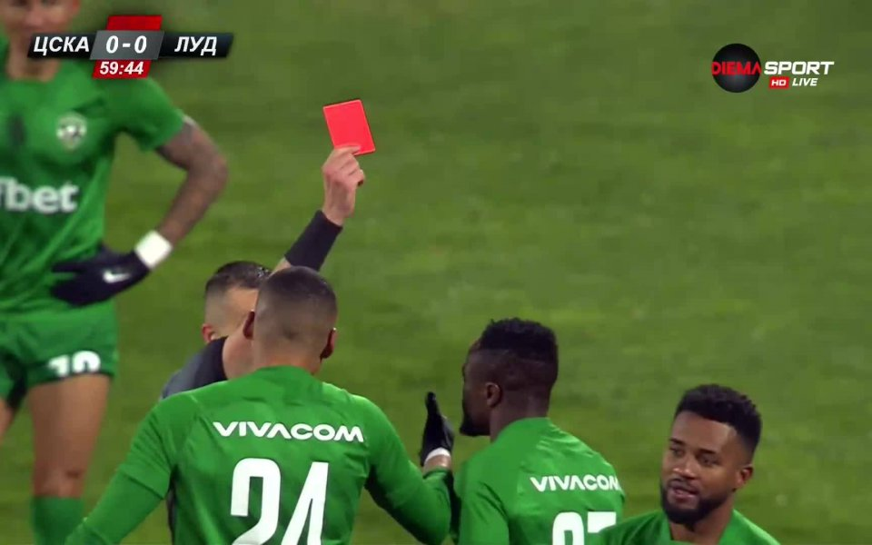 Лудогорец остана с човек по-малко срещу ЦСКА в първия полуфинал