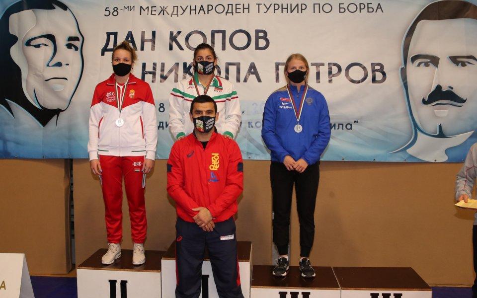 Четири медала спечелиха борците ни в първите финали на турнира