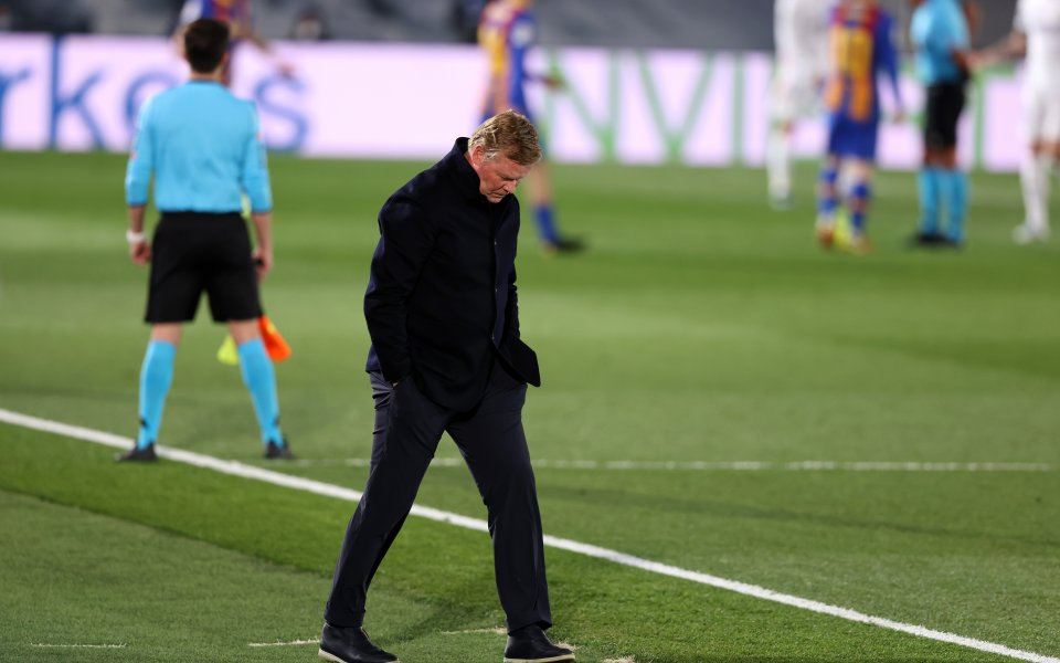 Треньорът на Барселона Роналд Куман скочи на съдията след