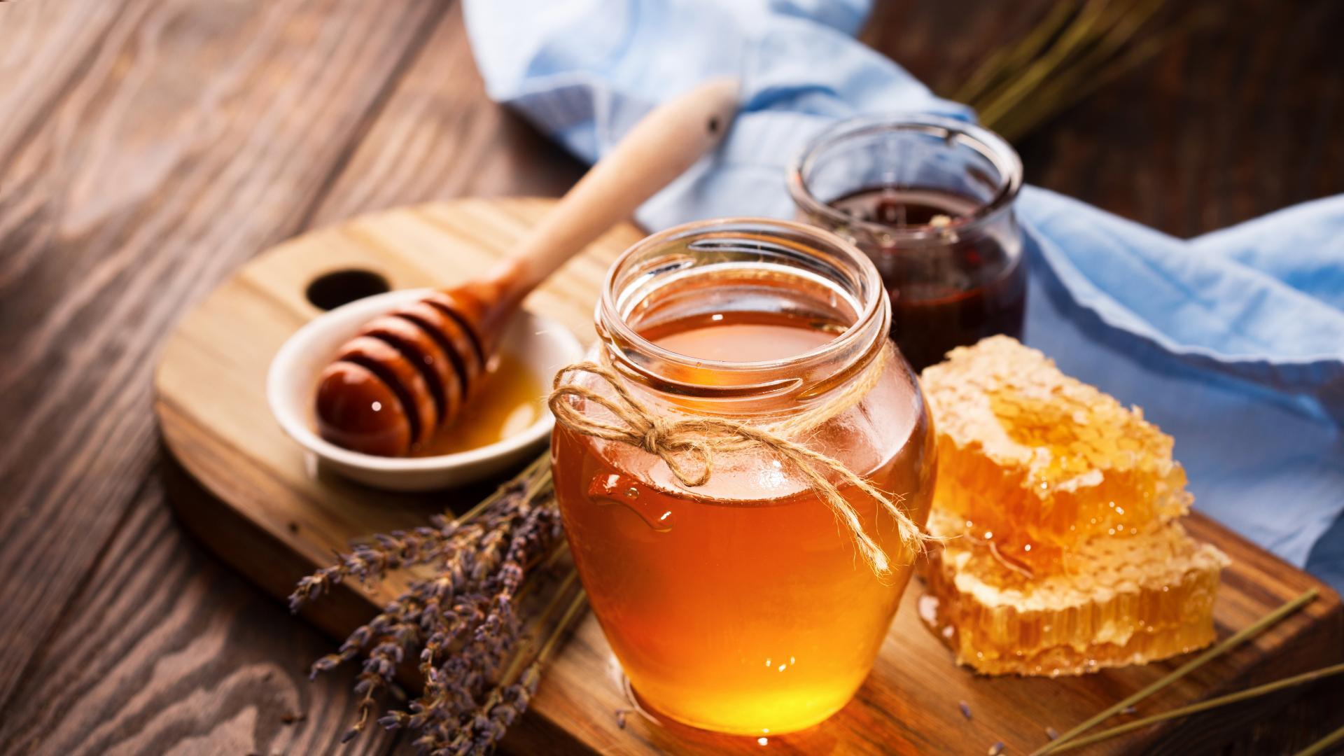Учените с нови открития за пчелния мед