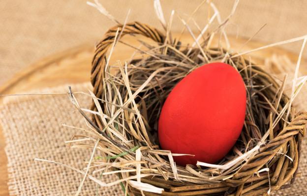 Великденско червено