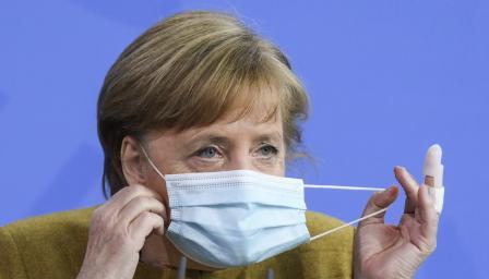 Меркел настоява за локдаун и вечерен час в Германия