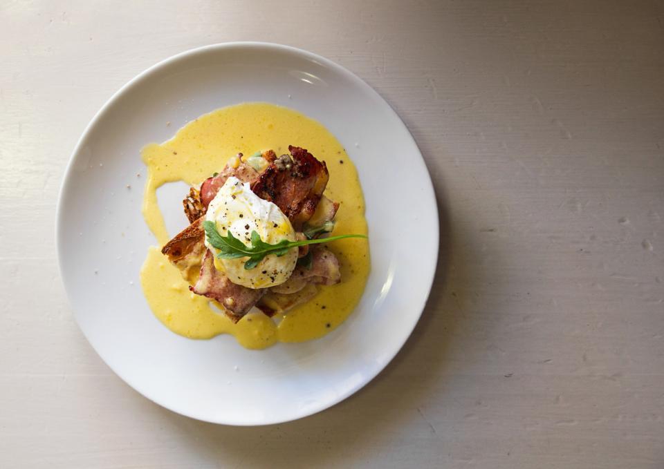 яйца бенедикт бенедиктински закуска рецепта