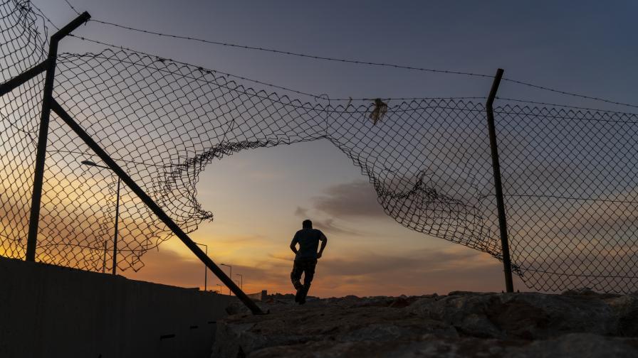 Турция залови близо 50 мигранти при границата с България