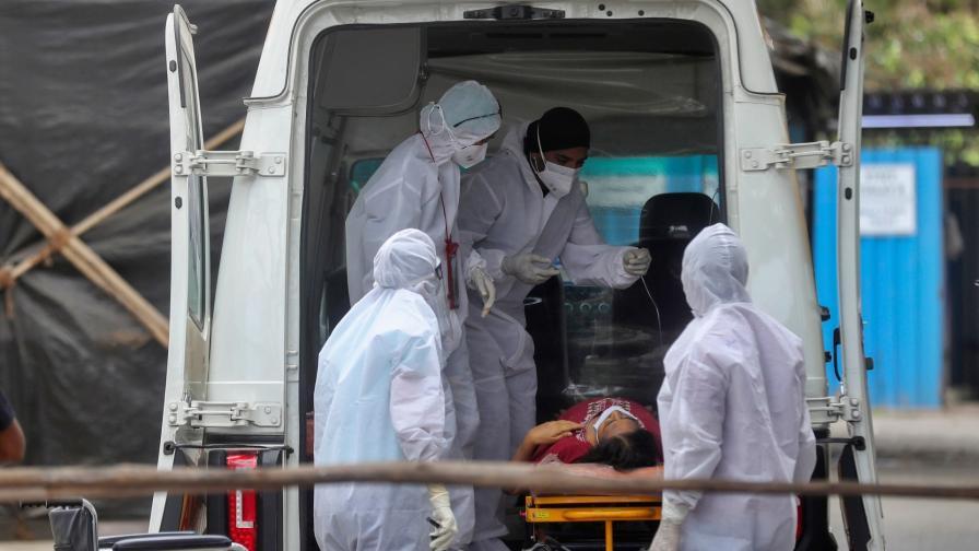 <p>Индия постави световен рекорд по нови случаи на COVID-19</p>