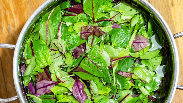 Как да почистваме правилно зеленолистните зеленчуци