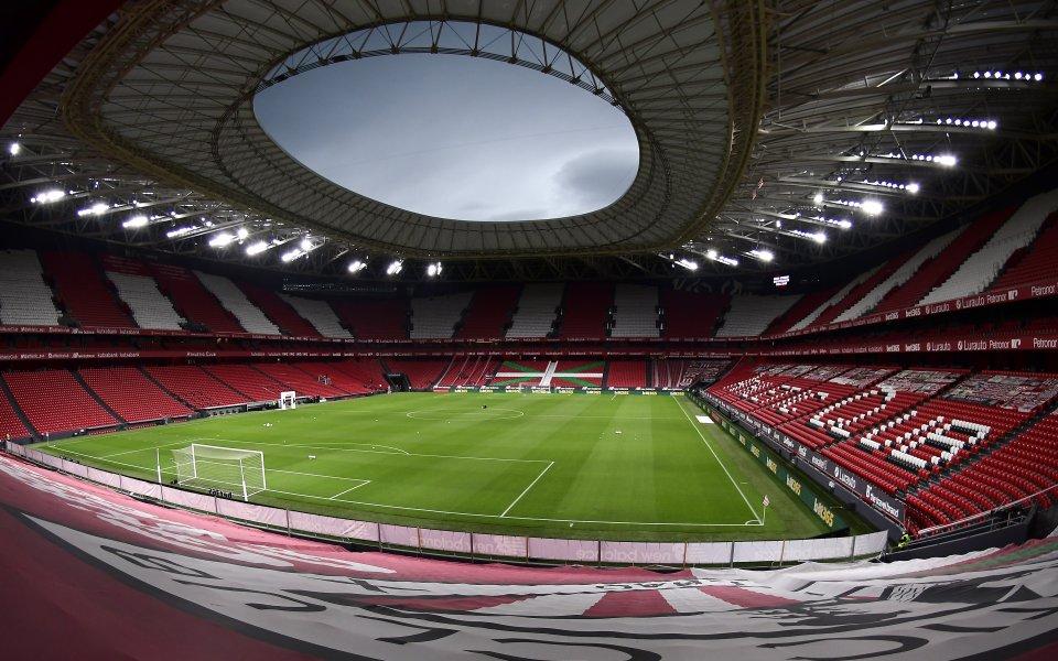 Отборите на Атлетик Билбао и Атлетико Мадрид играят при