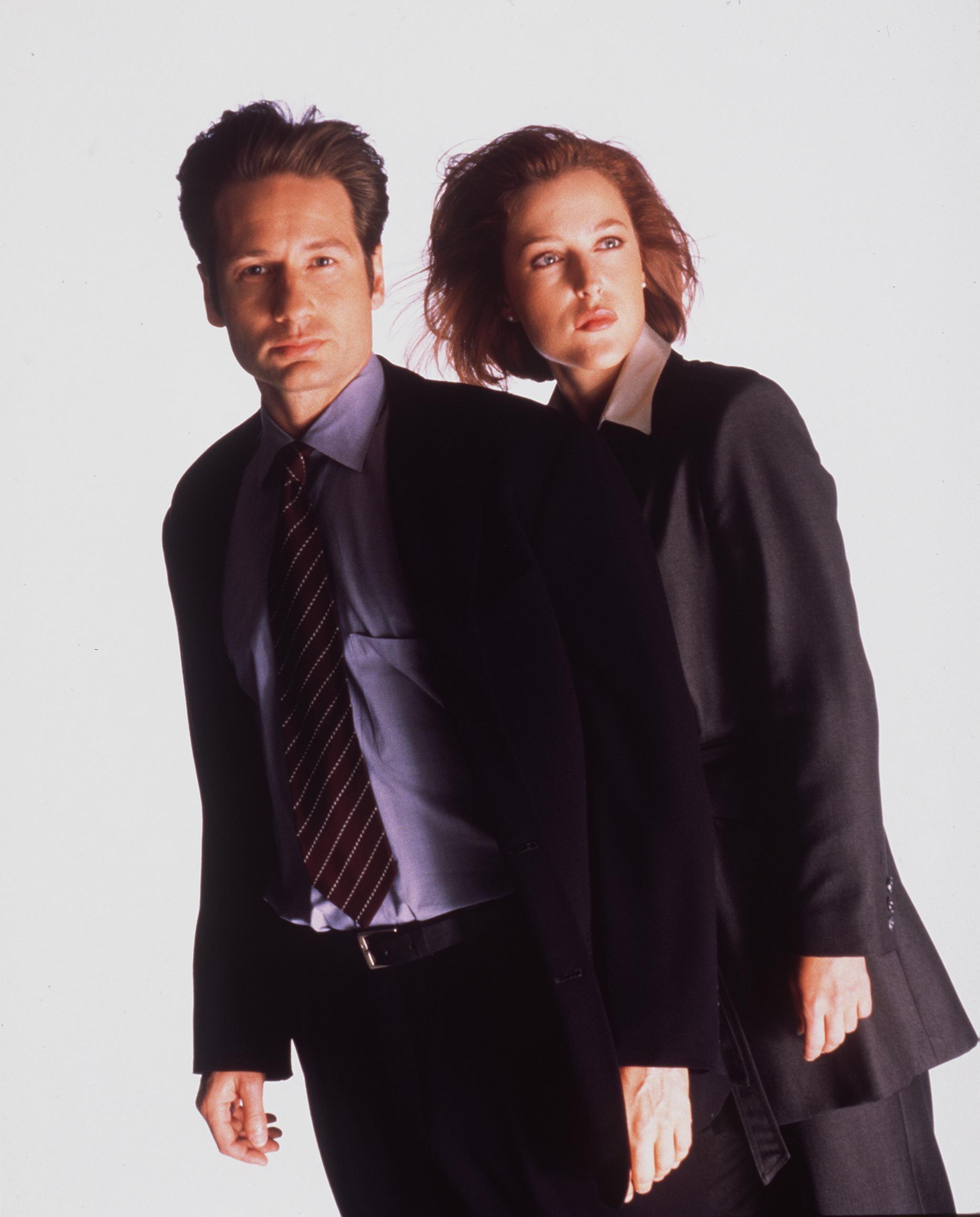 <p><strong>Джилиан Андерсън и Дейвид Духовни</strong></p>  <p>Двойката работи дълго заедно в сериала &bdquo;Досиетата X&rdquo;, но до края му се намразили. През 2008 г. Духовни призна, че не можели да понасят да се гледат вече, защото дълги часове работили заедно.</p>