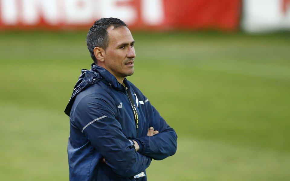 Асистент-треньорът в Левски Живко Миланов отново алармира, че положението в