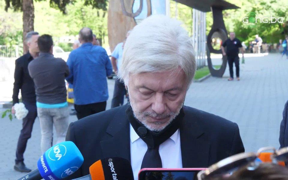 Българският футболен елит изпрати в последния му път бившият играч