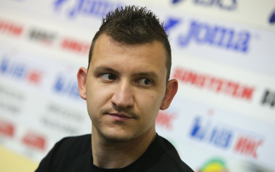 Звездата на Ботев Пловдив Тодор Неделев все още не е