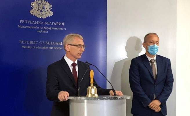 Служебният министър на образованието Николай Денков прие поста от Красимир Вълчев