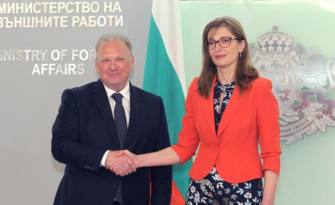 Служебният външен министър Светлан Стоев прие поста от Екатерина Захарива
