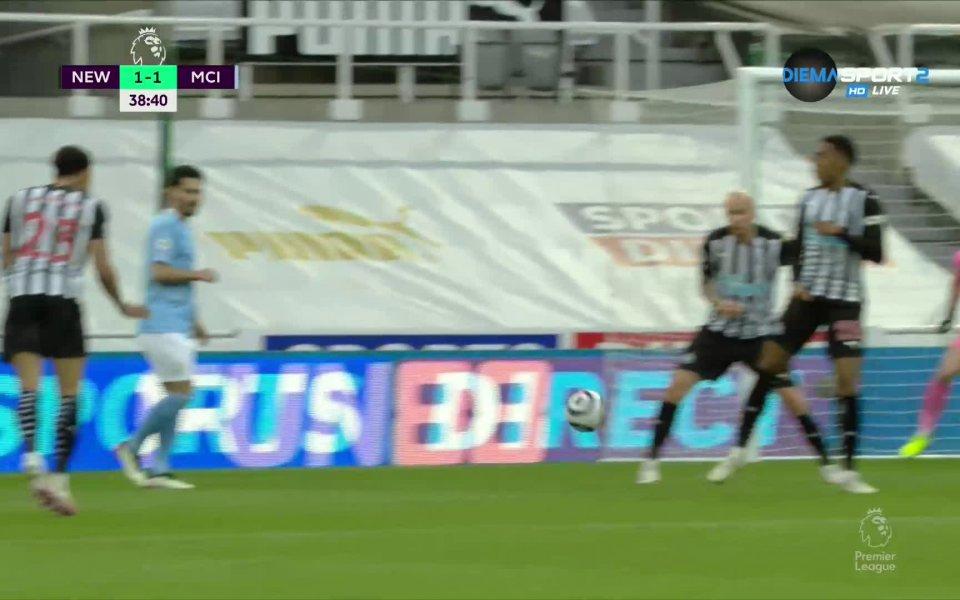 В 39-ата минута Жоао Кансело стреля силно по диагонала, топката