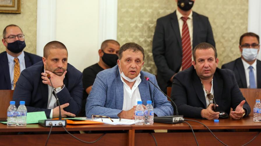 """Шефът на """"Градус"""" Иван Ангелов (в средата)"""