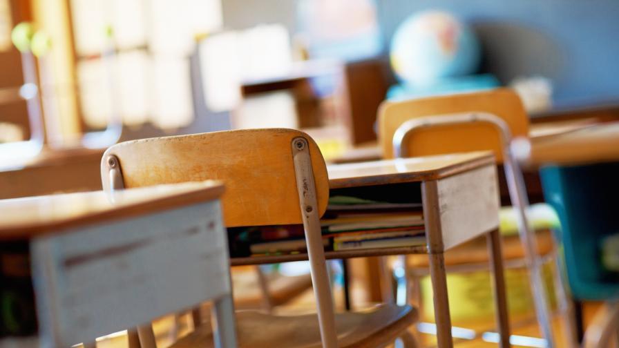 <p>Учебната година се удължава за малко над 300 училища&nbsp;</p>