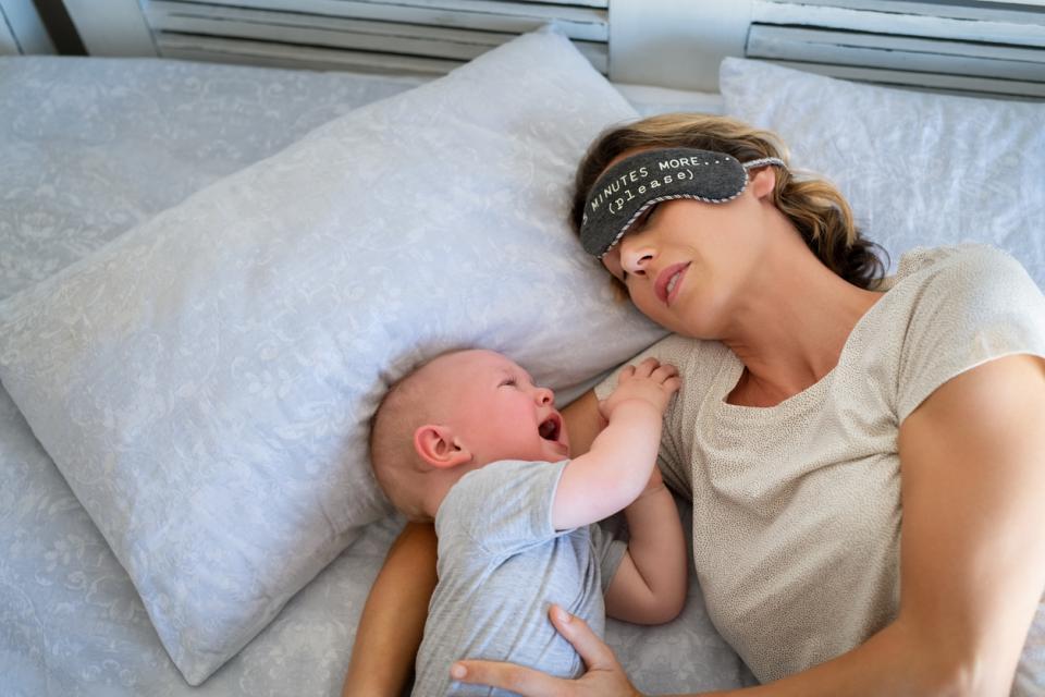 бебе майка сън