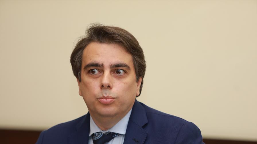 Министър Василев: Бюджетът вече има сериозни проблеми