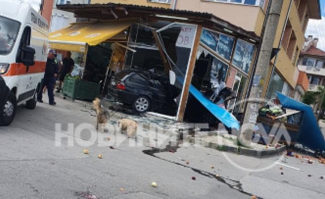 Кола влетя в магазин в Гоце Делчев