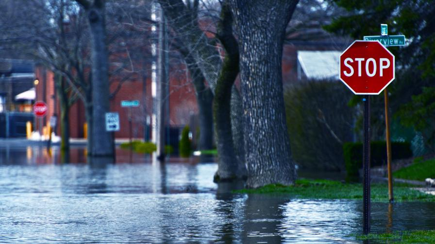Извънредно положение заради наводнения в Нова Зеландия, стотици са евакуирани