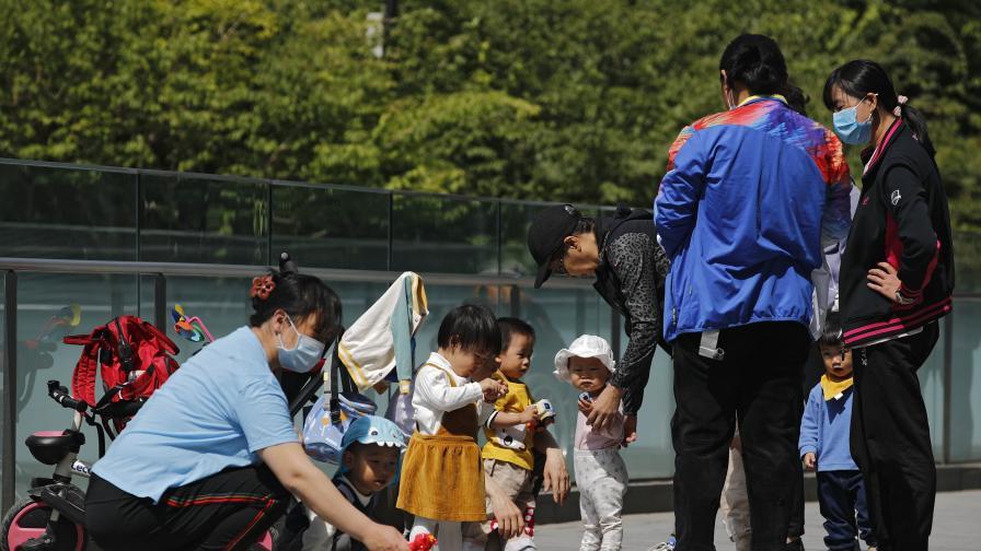 Китай разрешава на семействата да имат трето дете