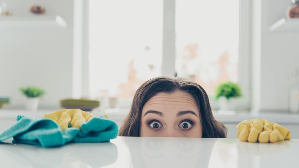 """Какво бъркаме при използването на препарати """"на око"""" и още грешки при почистването на дома"""