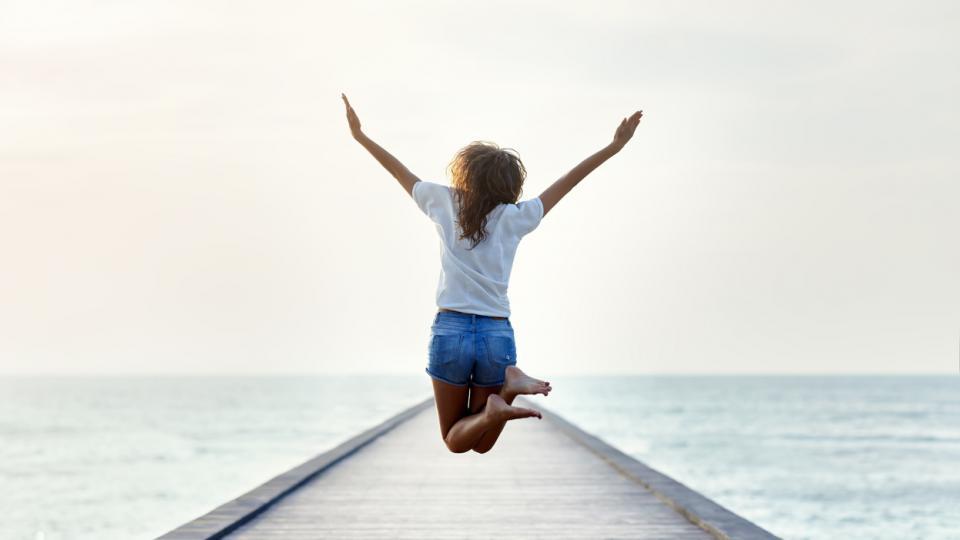 жена вдъхновение скок море лято щастие
