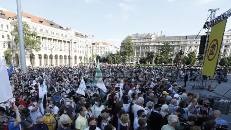 Хиляди унгарци протестираха срещу китайски университет