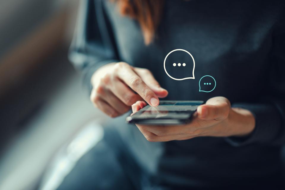 жена телефон социални мрежи