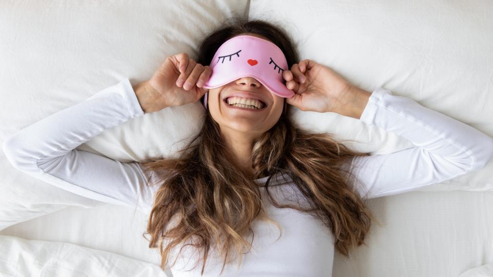 <p><strong>Бавно и постепенно измествайте часа си на събуждане.</strong></p>  <p>След като определите идеалния час за събуждане , си поставете за цел всяка сутрин да се приближавате към този час. Например, ако целта ви е да ставате в 6, но все още ви е трудно да се събудите и в 8, започнете с половин час напредък. Навийте си алармата за утре за 7:30. За другиден - 7 ч. и т.н.</p>  <p>&nbsp;</p>