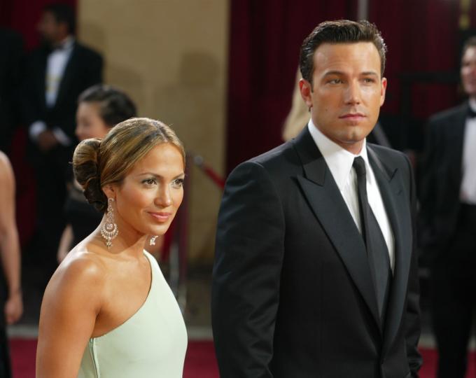 <p><strong>Дженифър Лопес и Бен Афлек</strong></p>  <p>Дженифър и Бен започват да се срещат през юли 2002 г. и се сгодяват в края на същата година. Двамата се разделят през януари 2004 г. Почти 2 десетилетия по-късно Бен и Дженифър отново са заедно.</p>