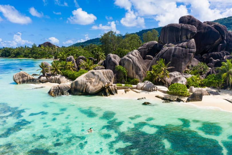 <p><strong>Сейшелските острови</strong></p>  <p>Това райско кътче, разположено край източния бряг на Африка, изчезва заради безпрецедентно покачване на морското равнище, което е сериозен риск за островите.</p>