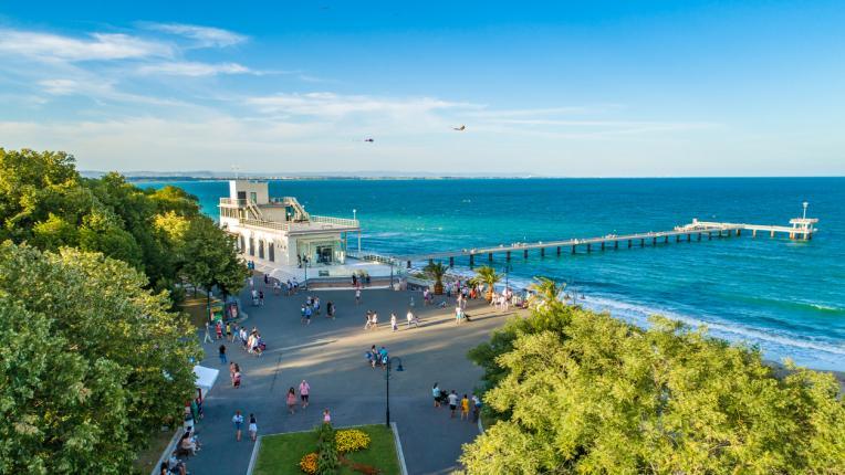 Лятото идва: ето кои български плажове предлагат безплатни чадъри и шезлонги