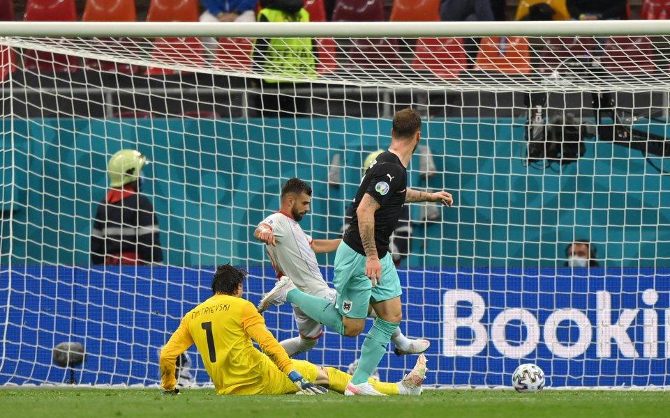 Марко Арнаутович реализира трети гол във вратата на Северна Македония