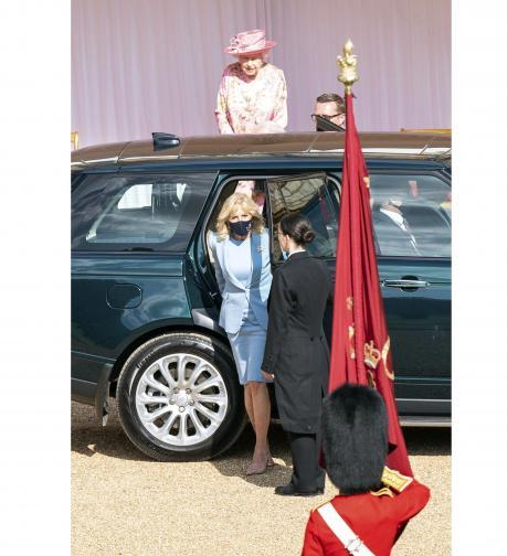 Президентът Байдън и съпругата му пиха чай с кралица Елизабет