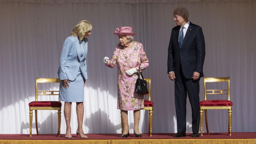 Президентът Байдън и съпругата му пиха чай с...