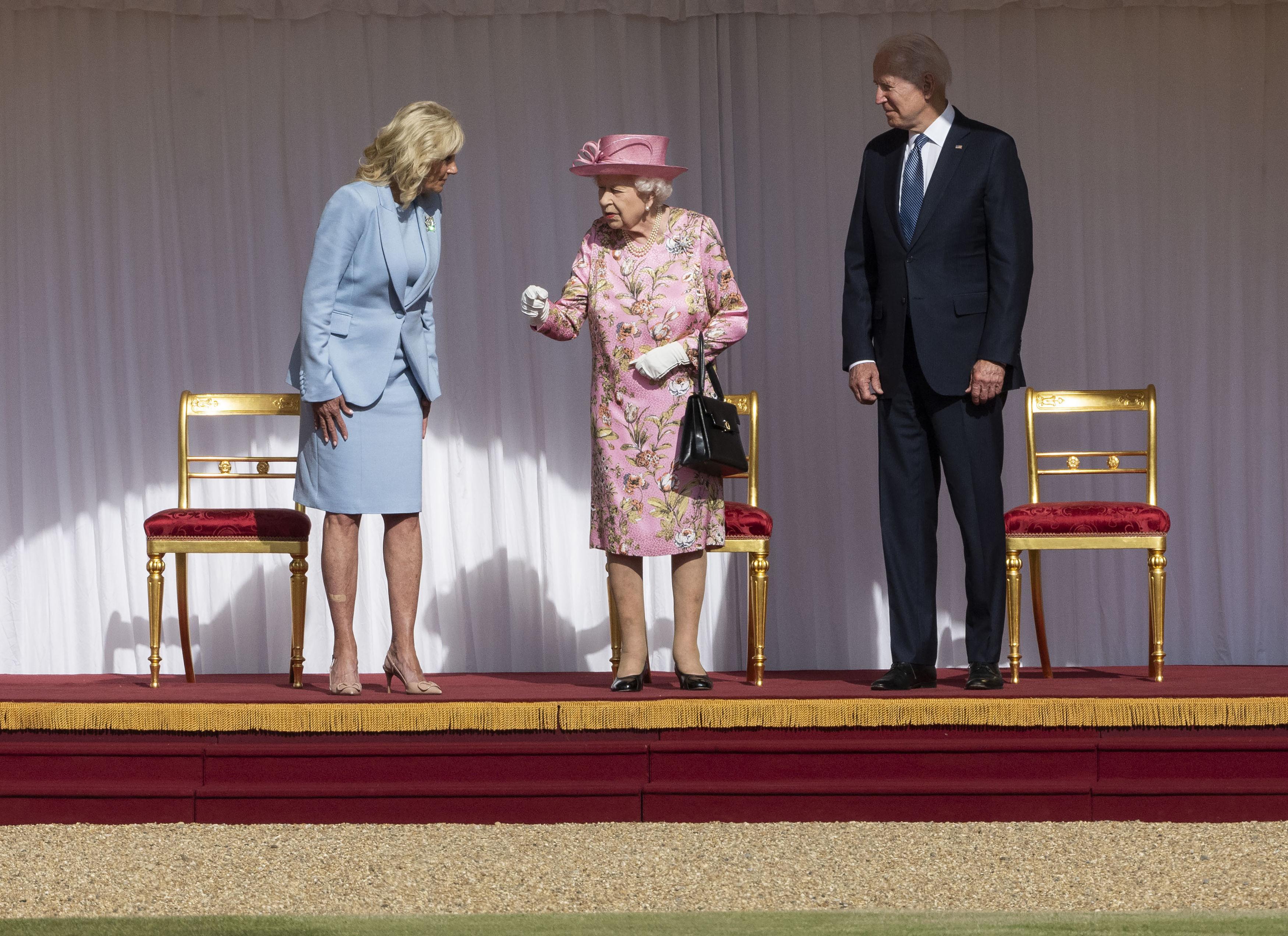 <p>Президентът Байдън и съпругата му пиха чай с кралица Елизабет в замъка Уиндзор</p>