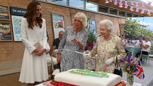 Елизабет, Камила, Кейт: Елегантните кралски домакини на приема за лидерите от Г-7 (СНИМКИ)