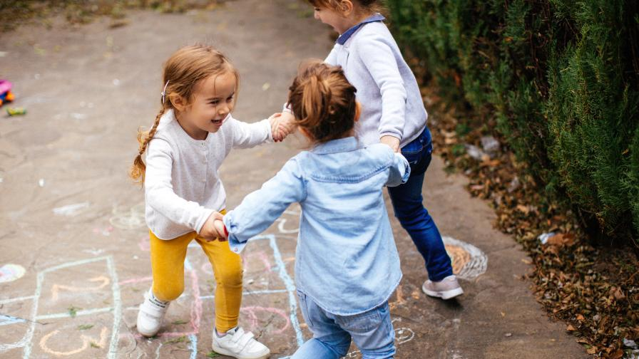Учени: Детските спомени започват от...