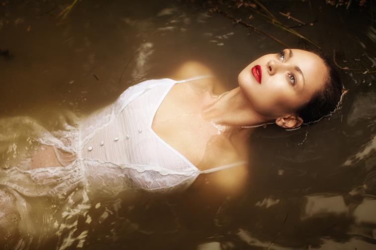бяло жена вода