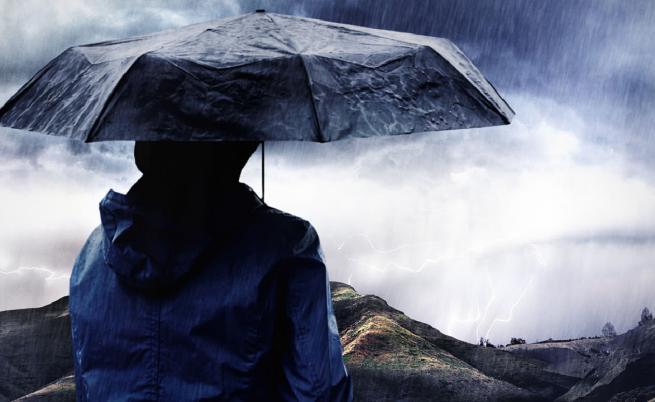 Дъждът продължава и днес, очакват се отново и гръмотевици