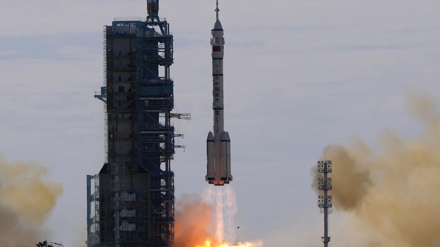 Китай предизвика света, прати астронавти на космическата си станция