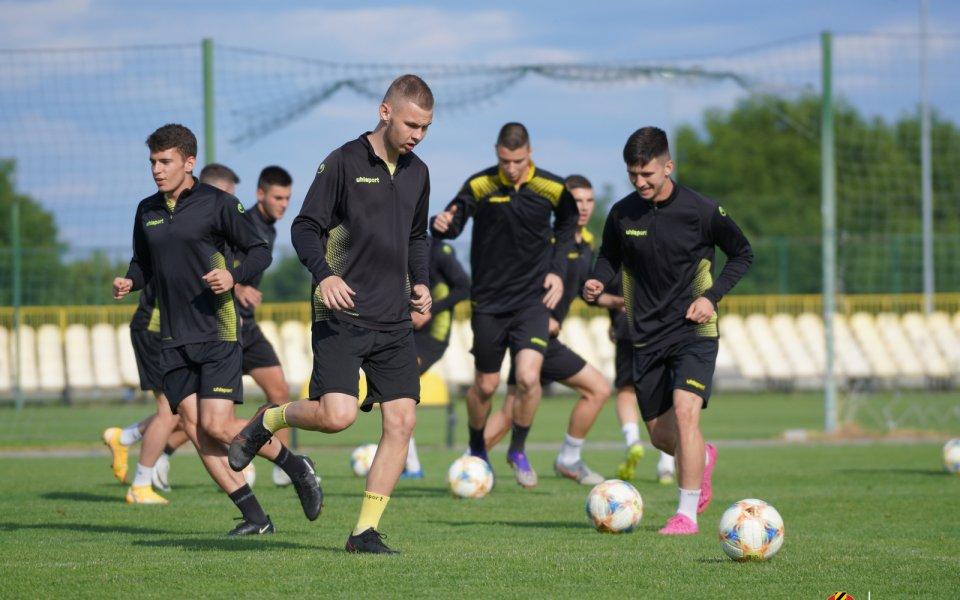 Вторият отбор на Ботев Пловдив уреди 3 контролни срещи за