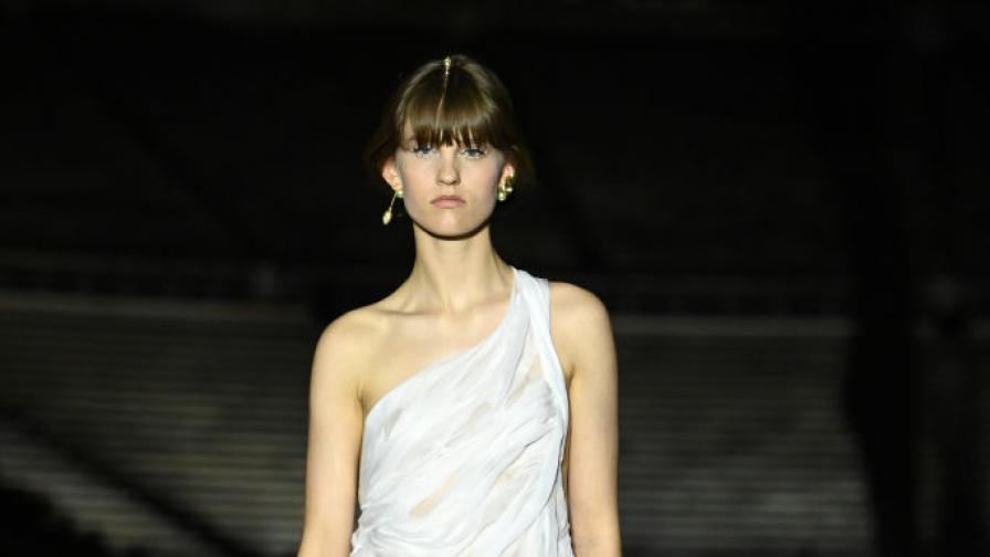 Зрелищно шоу на Dior в Атина (СНИМКИ)