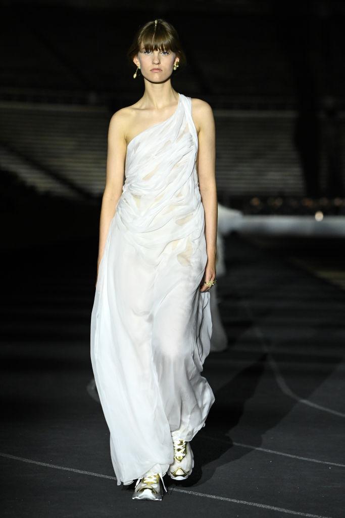 <p>Модел от круизната колекция на Dior за 2022 година</p>