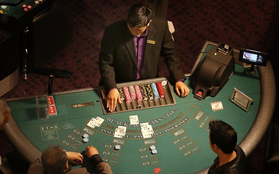 Какви качества трябва да притежава крупие в онлайн казино