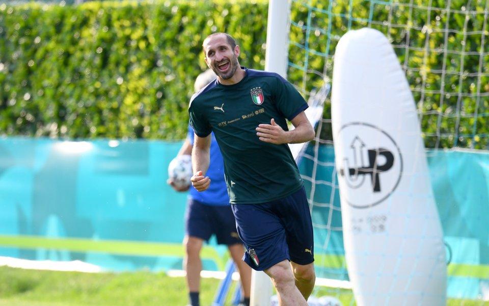 Контузията на капитана на Италия Джорджио Киелини не е сериозна.