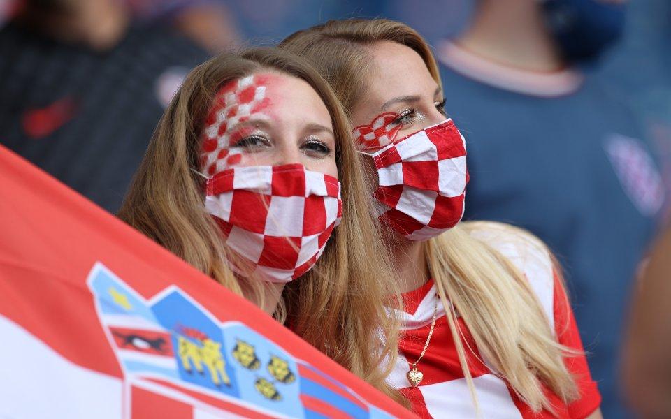 Отборитетна Хърватия и Чехия играят при резултат