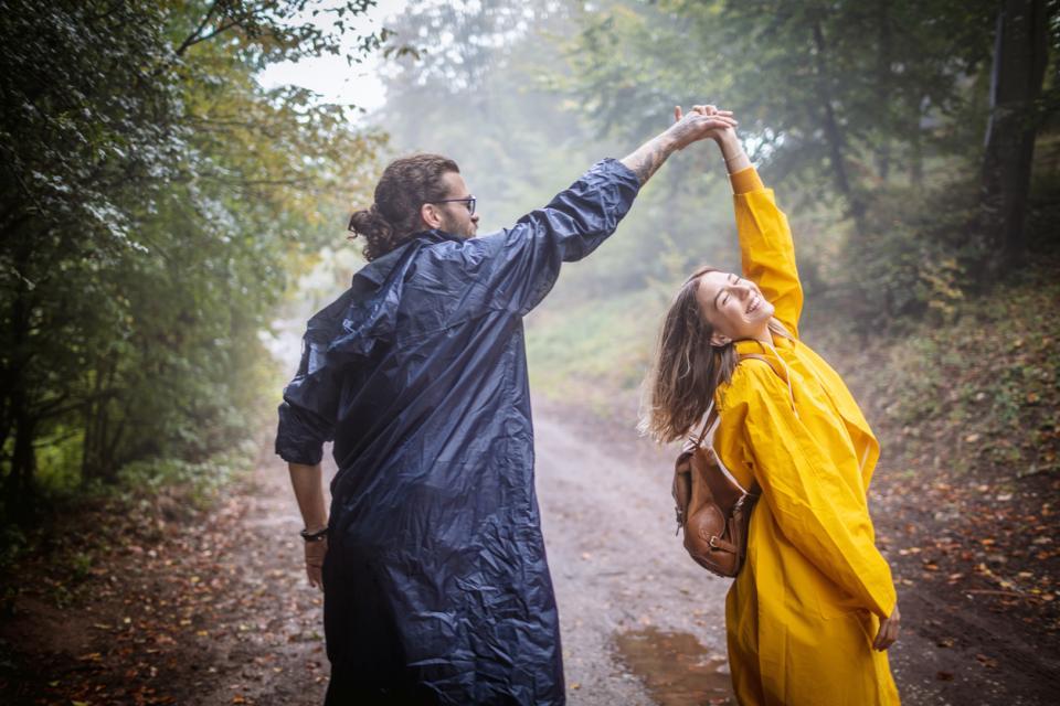 двойка любов дъжд