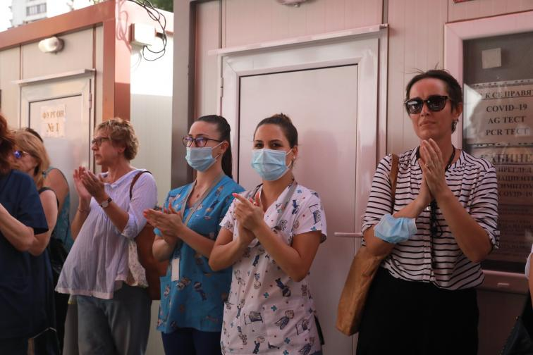 Протест пред Пирогов в защита на доц Атанасов и COVID